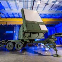 Test nowego radaru firmy Raytheon: prześledził i namierzył manewrujące myśliwce