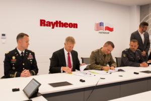 Podpisanie wykonawczej umowy offsetowej WITU-Raytheon, 2019-09-27