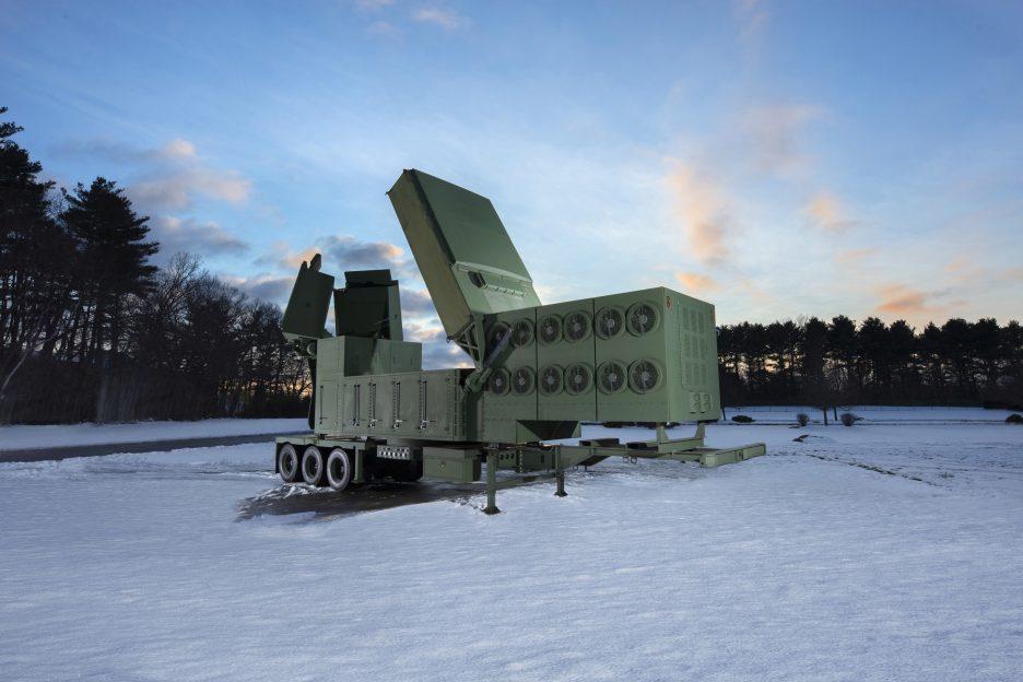 Raytheon ukończył pierwszą antenę radaru LTAMDS dla przyszłej architektury obrony przeciwlotniczej i przeciwrakietowej US Army